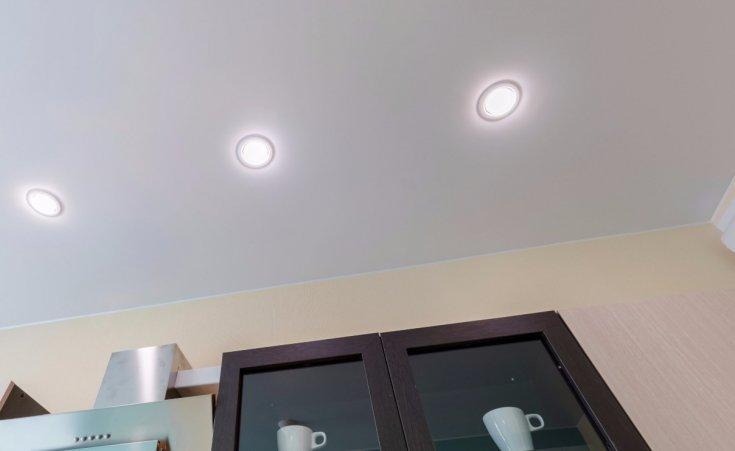 Фото красивых двухуровневых потолков на кухне | 451x735
